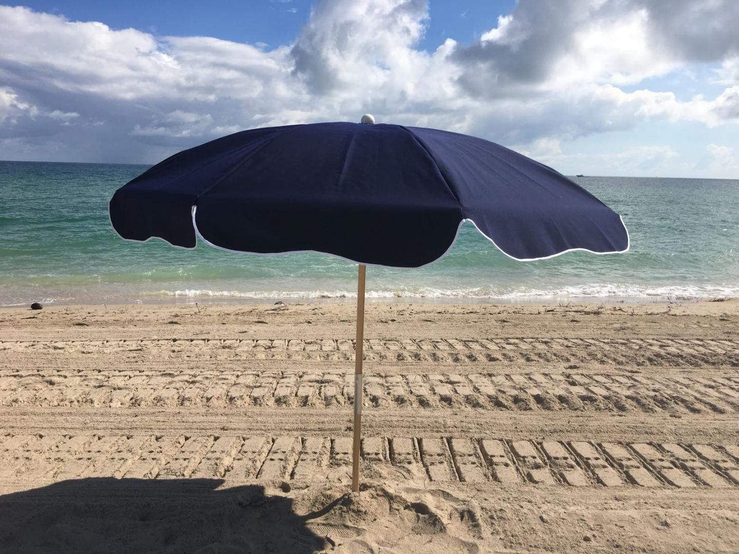 Beach Umbrella 7.50 Ft by 8 Ribs, Push-up,  Steel or Fiberglass Ribs, Canvas, 2 Piece Ash Wood or Aluminum Pole Point (1 Piece Aluminum Point)3