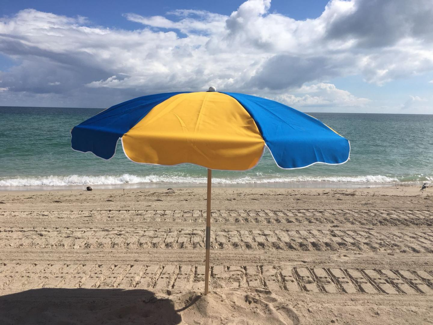 Beach Umbrella 7.50 Ft by 8 Ribs, Push-up,  Steel or Fiberglass Ribs, Canvas, 2 Piece Ash Wood or Aluminum Pole Point (1 Piece Aluminum Point)